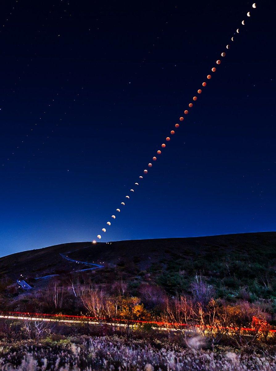 1/31(水)全国で皆既月食が見られます。 20:48 欠け始め 21:51 皆既(完全に隠れ赤く見える)の始まり  23:08 皆既の終わり 24:11 丸い形に戻る (写真は以前の皆既月食で、数分毎の月の様子を合成したものです)