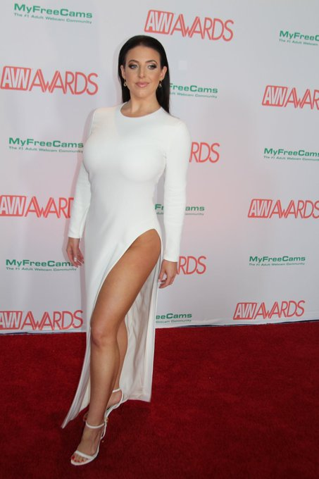 4 pic. AVN 2018 Red Carpet   Look 1   Dress and Heels by @TOMFORD   Makeup and Hair by Renee McAvoy https://t