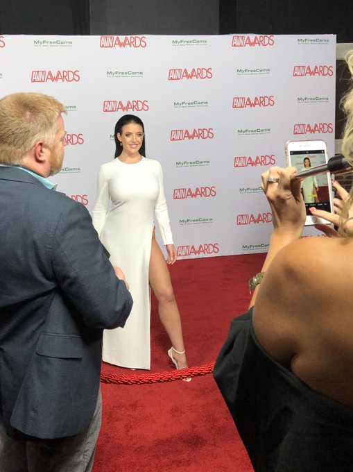 3 pic. AVN 2018 Red Carpet   Look 1   Dress and Heels by @TOMFORD   Makeup and Hair by Renee McAvoy https://t