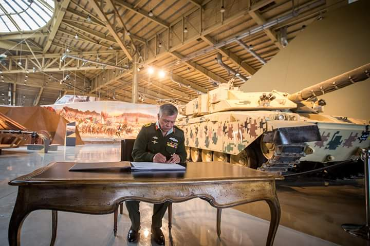 ملك الاردن يفتتح متحف الدبابات الملكي في عمان DUvuZFuU8AAOnLP