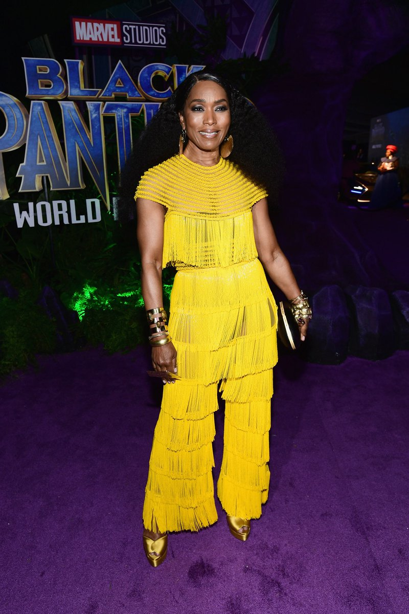Angela Bassett (@ImAngelaBassett) looking like the QUEEN she is at the premiere of #BlackPanther