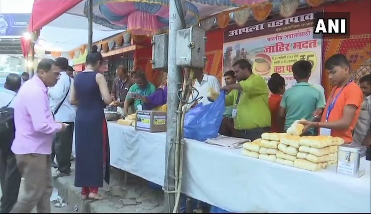 Mangesh Ahiwale, a Vada pav seller from #Mumbai, sold Vada pav at Rs 5 instead of Rs 14 from 10 am to 8 pm today; the amount collected will be handed over to Defence Minister Nirmala Sitharaman tomorrow for welfare of soldiers #Maharashtra