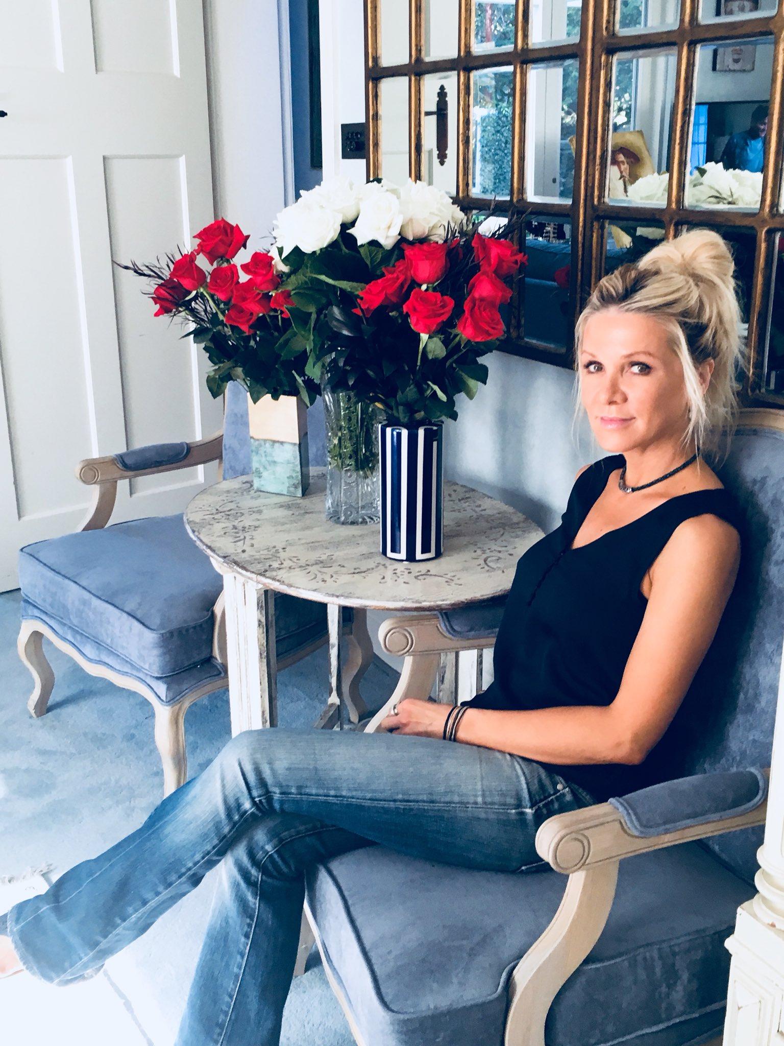 RT @spencerdanielle: Happy Valentine's Day! Hope you all got spoilt. Dx  #valentinesday #roses #RedRoses #love https://t.co/4RjO8baavm
