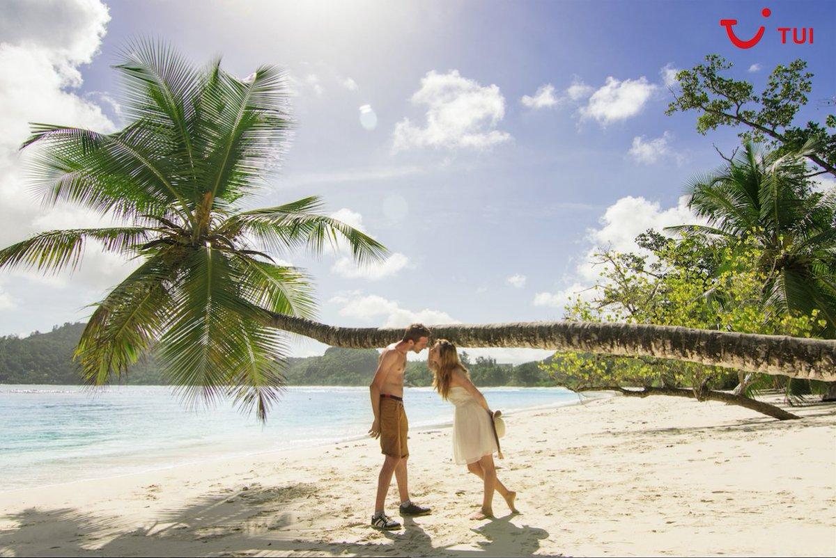 """""""Nunca viajes con alguien a quien no amas"""" - Ernest Hemingway. Y nosotros añadimos:  viaja con quien amas y vuestros recuerdos serán vuestro mejor tesoro. ¡Feliz San Valentín! #FelizSanValentin"""