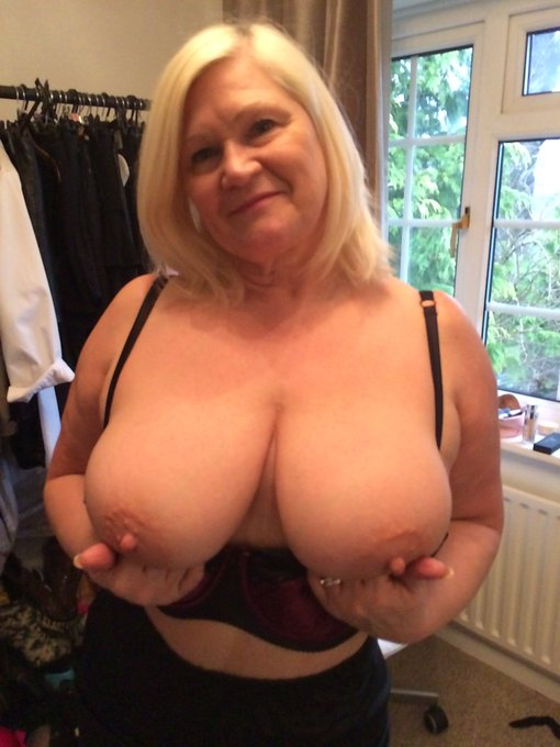 Good morning everyone xxx I swear these fuckers are getting bigger!! xxx #Retweet #bigtits #bigtitsclub