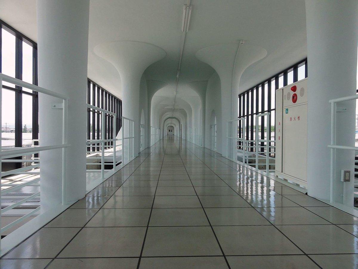 今まで知らなかったけれど神奈川県にある「長沢浄水場」の建物がすごい。まるでドイツ表現主義やん!と思ったら山田守の設計でした。御茶ノ水に現存する聖橋の設計でも有名です。(N)