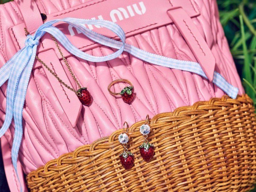 ミュウミュウ新作バッグ&シューズ、エコレザーのカゴバッグやパステル×ビジューのミュウラン -