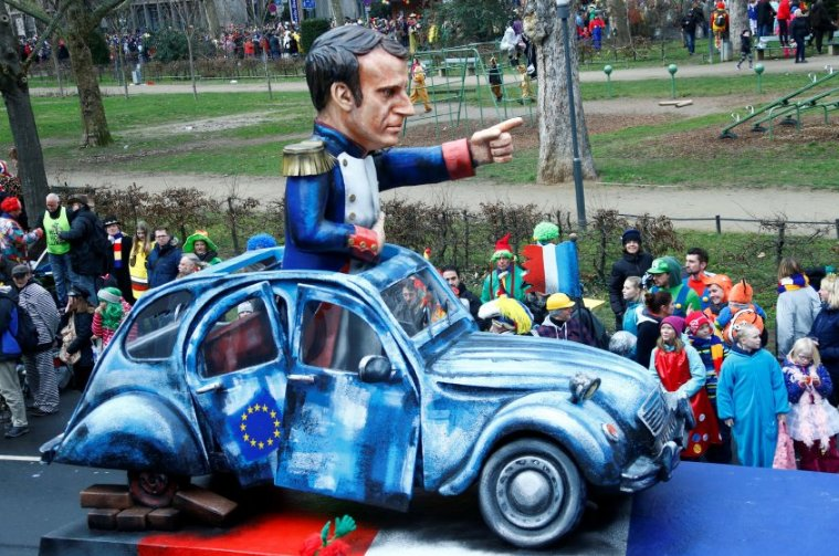 It&#39;s #Rosenmontag in Germany and, as usual, the carnival floats are a sight to behold. This year it&#39;s Napoleon #Macron and black-widow-spider #Merkel.  http://www. spiegel.de/fotostrecke/ka rneval-rosemontagszuege-in-koeln-duesseldorf-und-mainz-fotostrecke-158425-19.html &nbsp; … <br>http://pic.twitter.com/tVAx6jP6vs