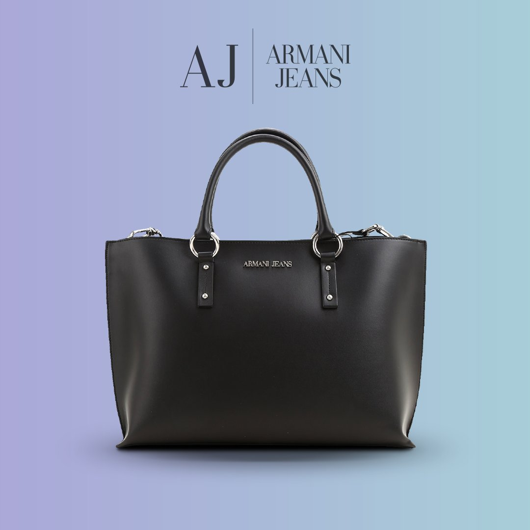 In a world full of trends, don't forget the classic bags 👜 #Armanijeans https://t.co/ooJkcyRmvk