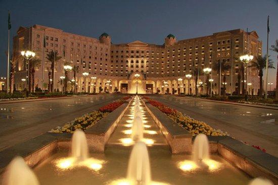 Ritz Carlton Oteli ile ilgili görsel sonucu