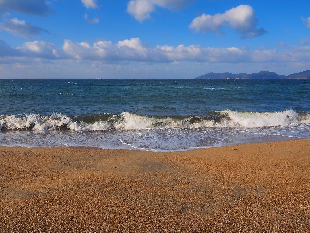 風強く、所々に白波が見える、二月の瀬戸内海。光市・虹ヶ浜。 https://t.co/U5bKGhhXge