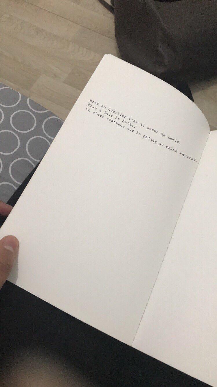le livre que j'ai acheté et tout bonnement incroyable �� https://t.co/kRnUDaGXpk