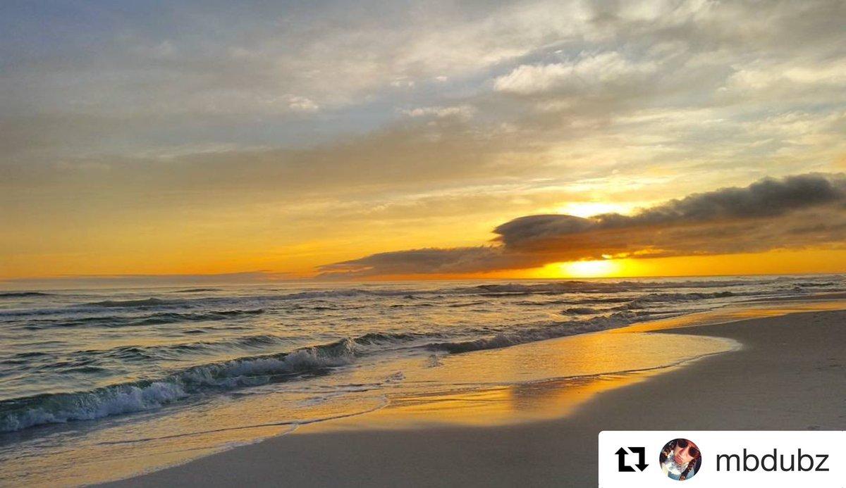 😍 loving this sunset photo! Thanks to  I...