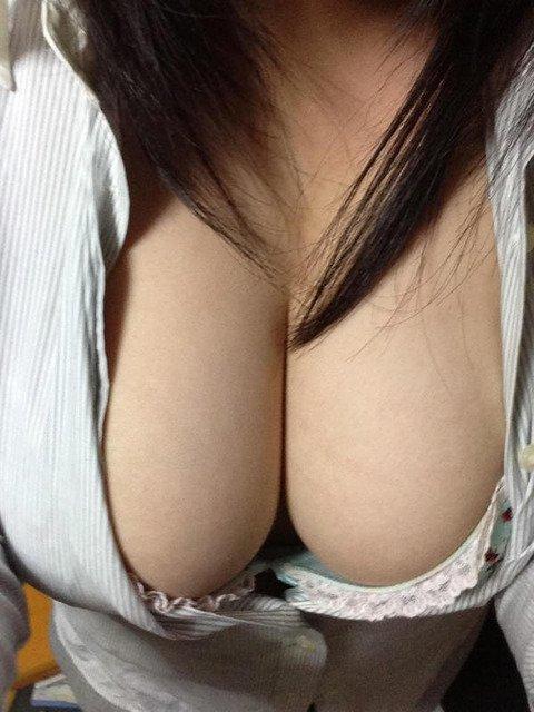 巨乳の彼女脱がせたら陥没乳首で草・・・・草・・草・・・・。(画像あり) http...