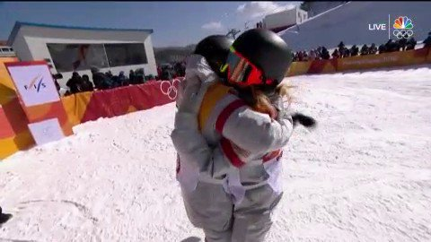GOLD for Chloe Kim! The 17-year-old has done it for Team USA in the womens snowboard halfpipe! #BestOfUS #WinterOlympics bit.ly/2Bpnb13