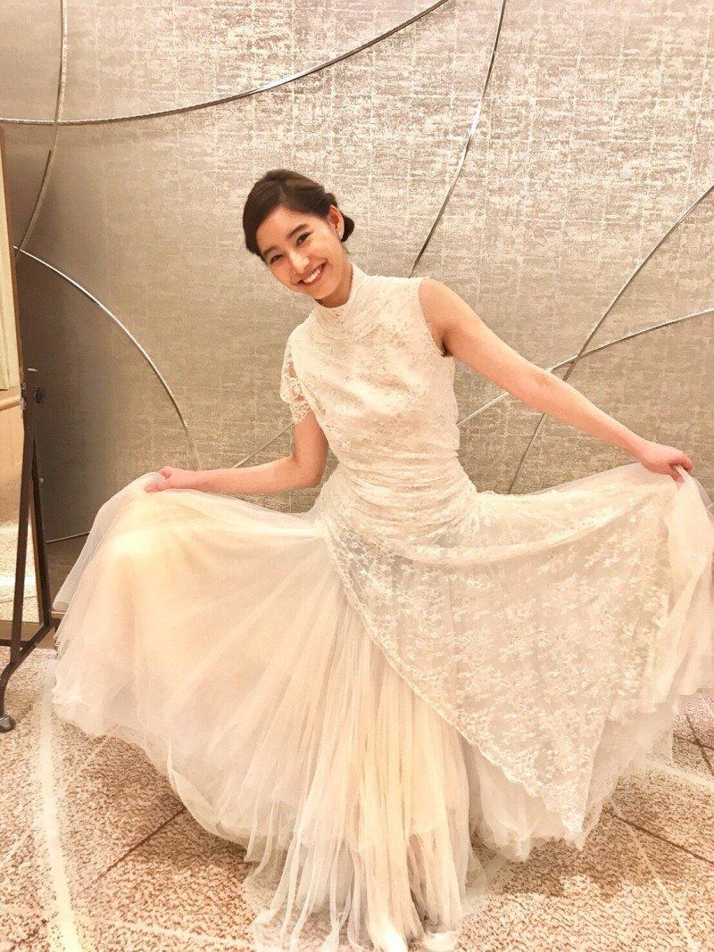 ドラマ「トドメの接吻」の公式ブログに、白ドレスを着た新木優子さんのアメブロ限定オフショットが公開❣️  女神のようなその姿に癒されます😀  #ドメキス #トドメの接吻 #新木優子 @todome_kiss_ntv ameblo.jp/todomenokiss/e…