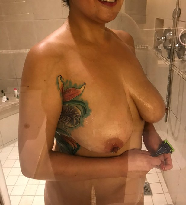 Enjoying a shower in my suite at Pala.  Who wants to join me? https://t.co/9C5WleBT3M
