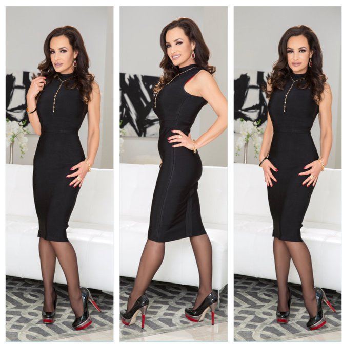 How about a 3 way...  A 3 way of different angles in my black dress! 😂 https://t.co/o81ljeIyLP