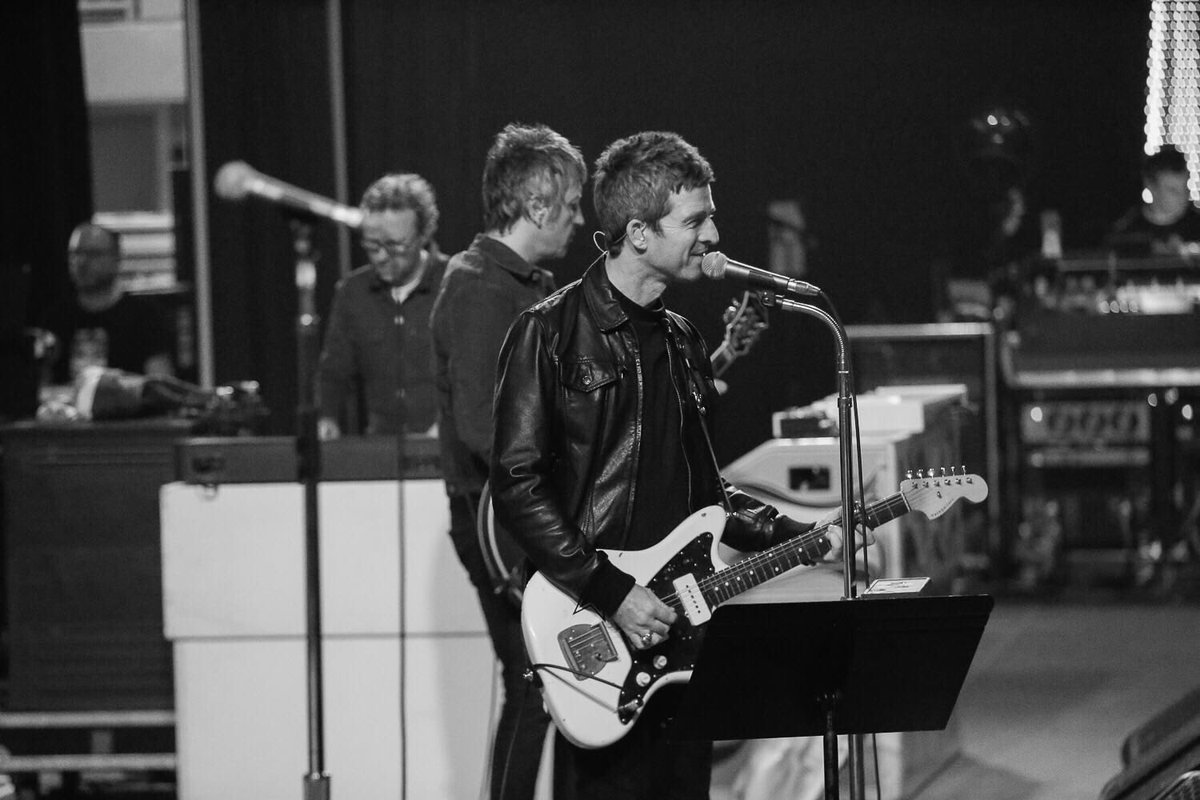 Noel Gallagher Jazzmaster.Noel Gallagher On Twitter 4 4 Soundcheck And Behind The