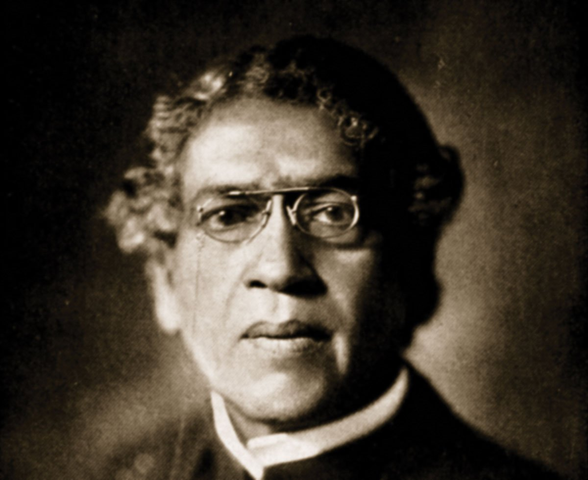 Remembering today on #WorldRadioDay, JC Bose, one of Indias GREATEST scientists and the inventor of the Radio a full two years BEFORE Marconi plagiarised & stole the idea. Leave alone a Nobel or a Bharatratna, Sir JC Bose wasnt even awarded a posthumous Padma - ANY Padma.