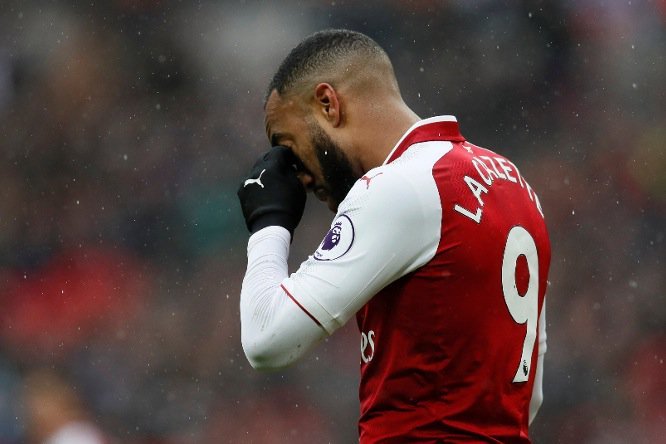 Arsenal striker Alexandre Lacazette out for up to six weeks after having surgery on knee mirror.co.uk/sport/football…