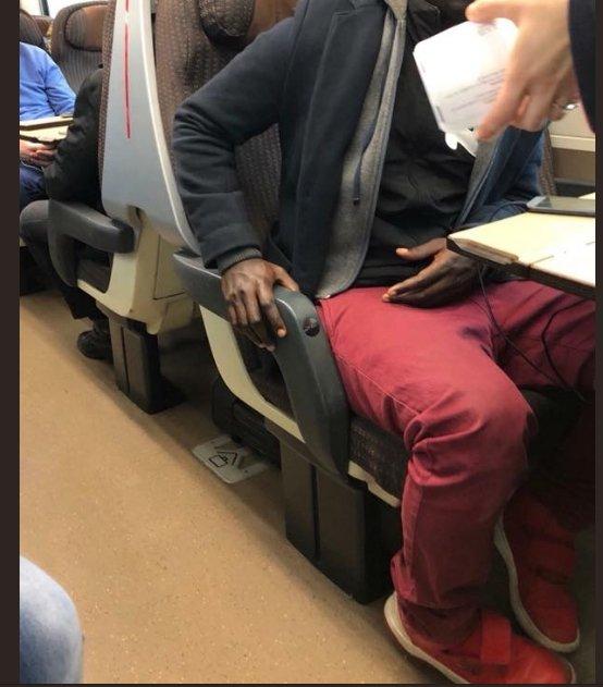 Ragazzo di colore viaggia sul Frecciarossa senza biglietto. La fake news da 75 mila condivisioni. Trenitalia ha confermato che il ragazzo aveva un titolo di viaggio regolare → https://t.co/BTApeLY5lO