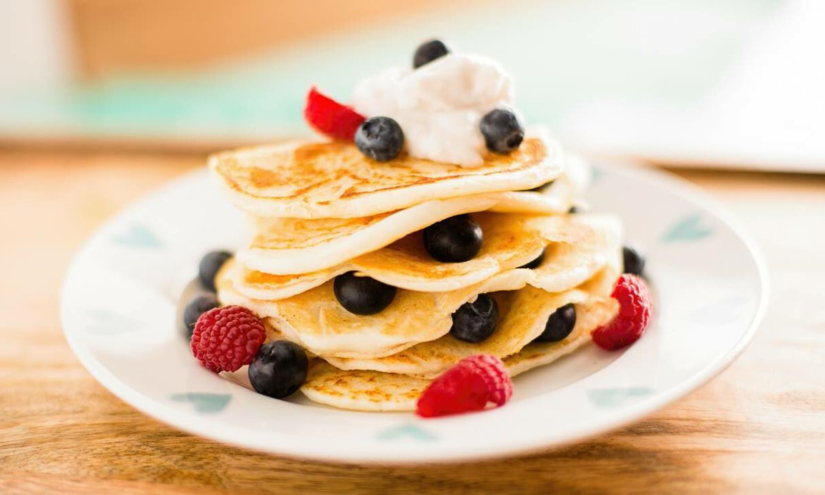 Happy Pancake Day! If you need your pancake fix today why don&#39;t you have a look at our sweet pancake recipe? #pku #pkurecipes  https://www. vitafriendspku.com/en/recipes/low -protein-sweet-pancakes/ &nbsp; … <br>http://pic.twitter.com/eAehtdCb2w