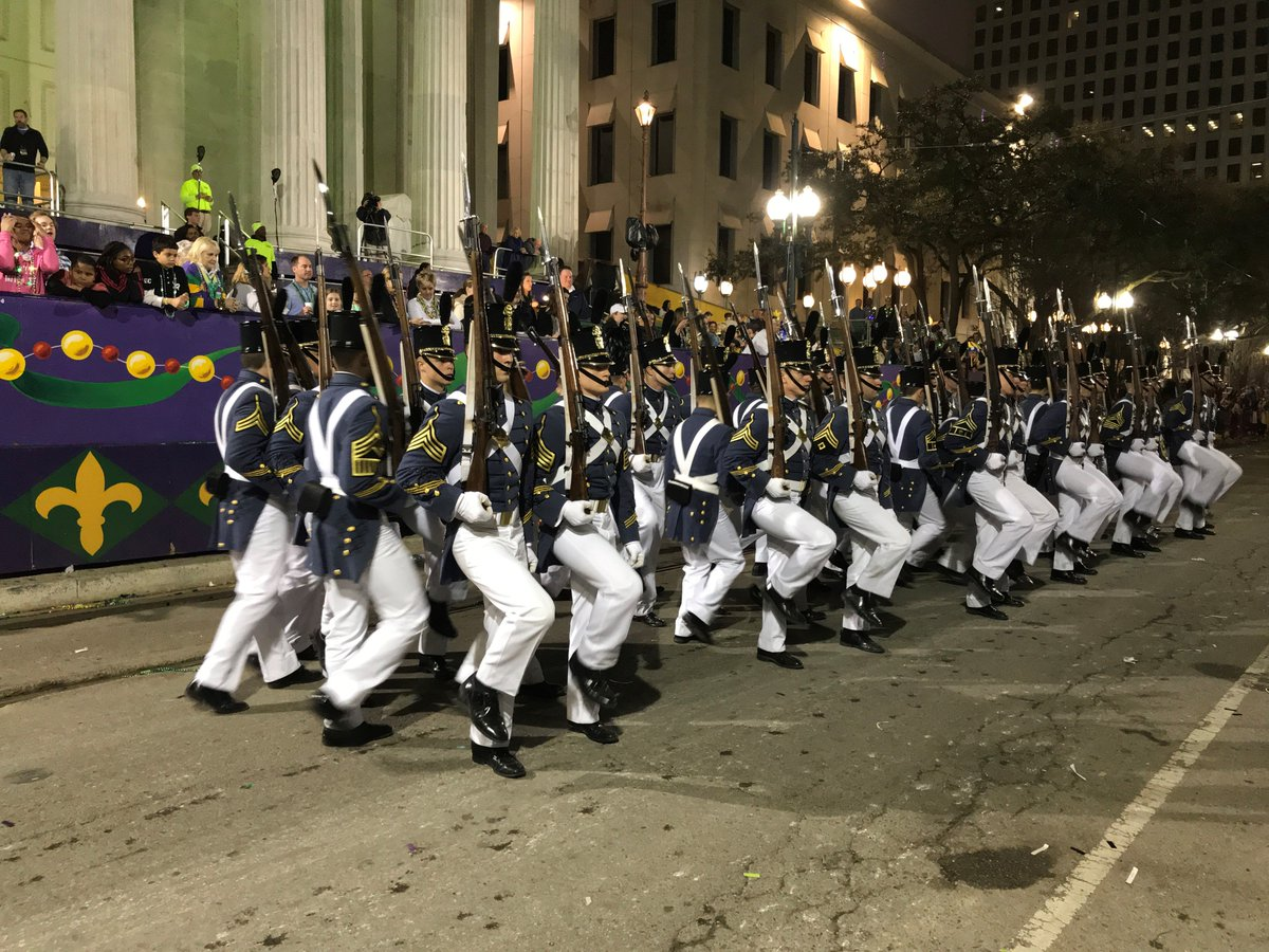 Lassiez le bon temps rouler! The Summerall Guards have been performing in New Orleans during the city&#39;s annual #MardiGras celebrations. From all of us at The Citadel, #HappyMardiGras! <br>http://pic.twitter.com/LX7qcAtfmY