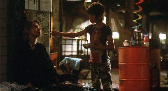 魔女集会ネタ見て思い出したんですが、今世紀屈指の美魔女と名高いHYDE氏扮するヴァンパイアと出会った孤児が、美しくも逞しいマフィアのボス(Gackt氏)まで成り上がる青春映画があるんすよ。MOON CHILDのことなんですけど
