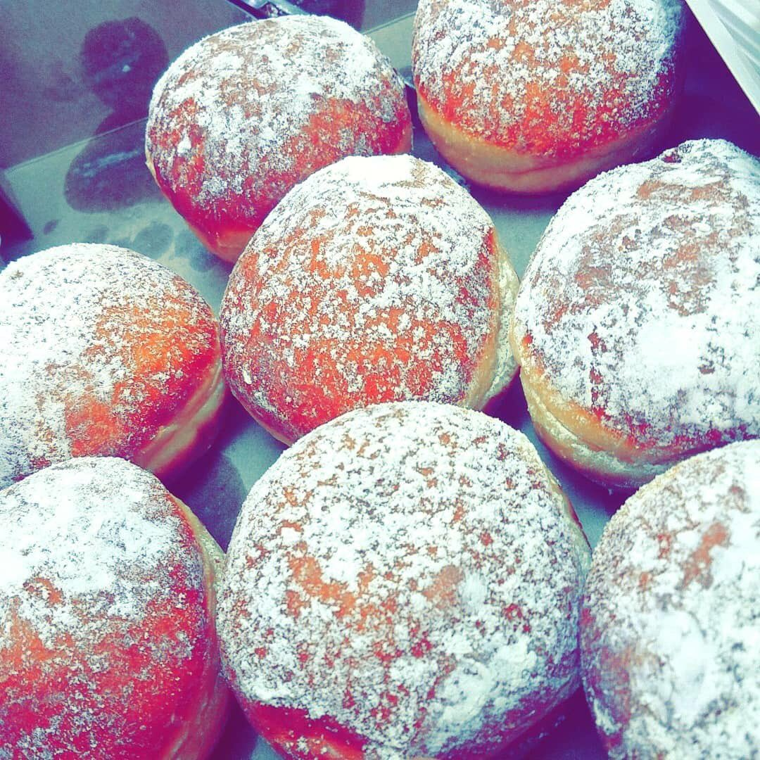 Pączki from Bristol Deli on 5207 West Belmont. Go get you some!   #PączkiDay support #SmallBusiness<br>http://pic.twitter.com/mCTp4GxDlU