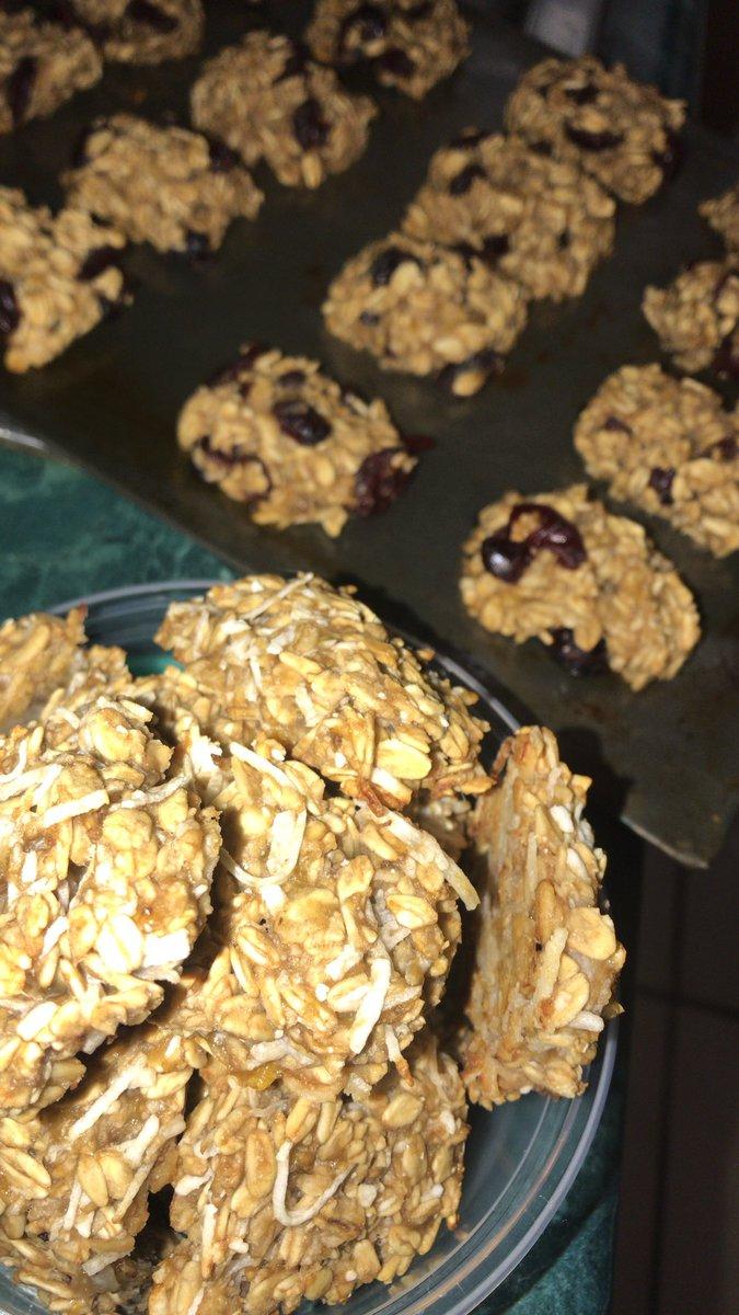 Something is cooking  #healthysnacks #pandookies #FelizMartesY13 <br>http://pic.twitter.com/4Vf9RrnYDJ