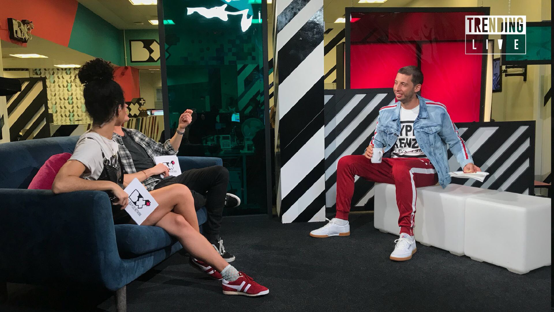 RT @TrendingLive: We're getting all The Answers  from @example on his return to music on #TrendingLive right now! https://t.co/YRQFKb6iiE