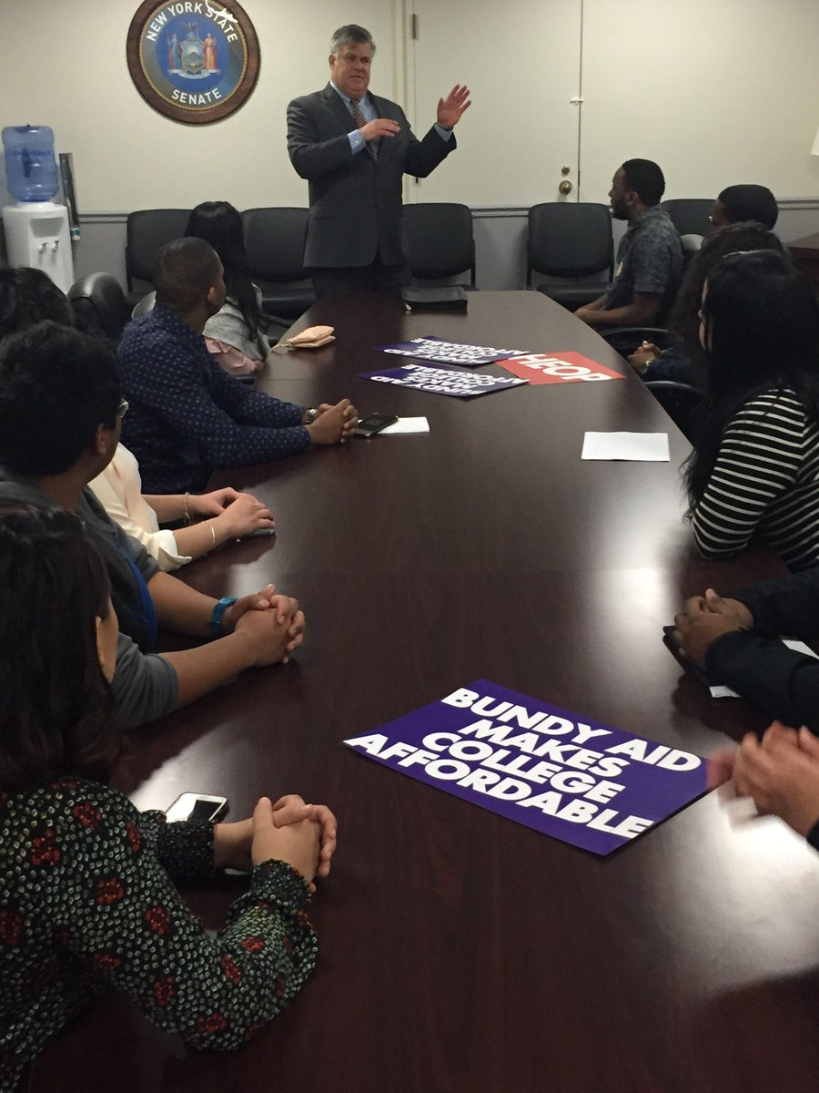 Thanks to our friend in Albany, UC alum and trustee John Casellini &#39;81, for meeting with students to review proposed budget on #StudentAdvocacyDay. #StandUp4StudentAid @WaysAndMeansNY<br>http://pic.twitter.com/EU1Q0y11qm