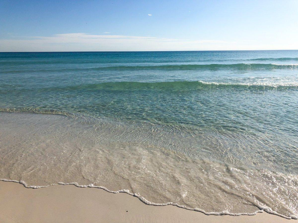Beach day anyone? ☀️😎 #hiltonsandestin #...