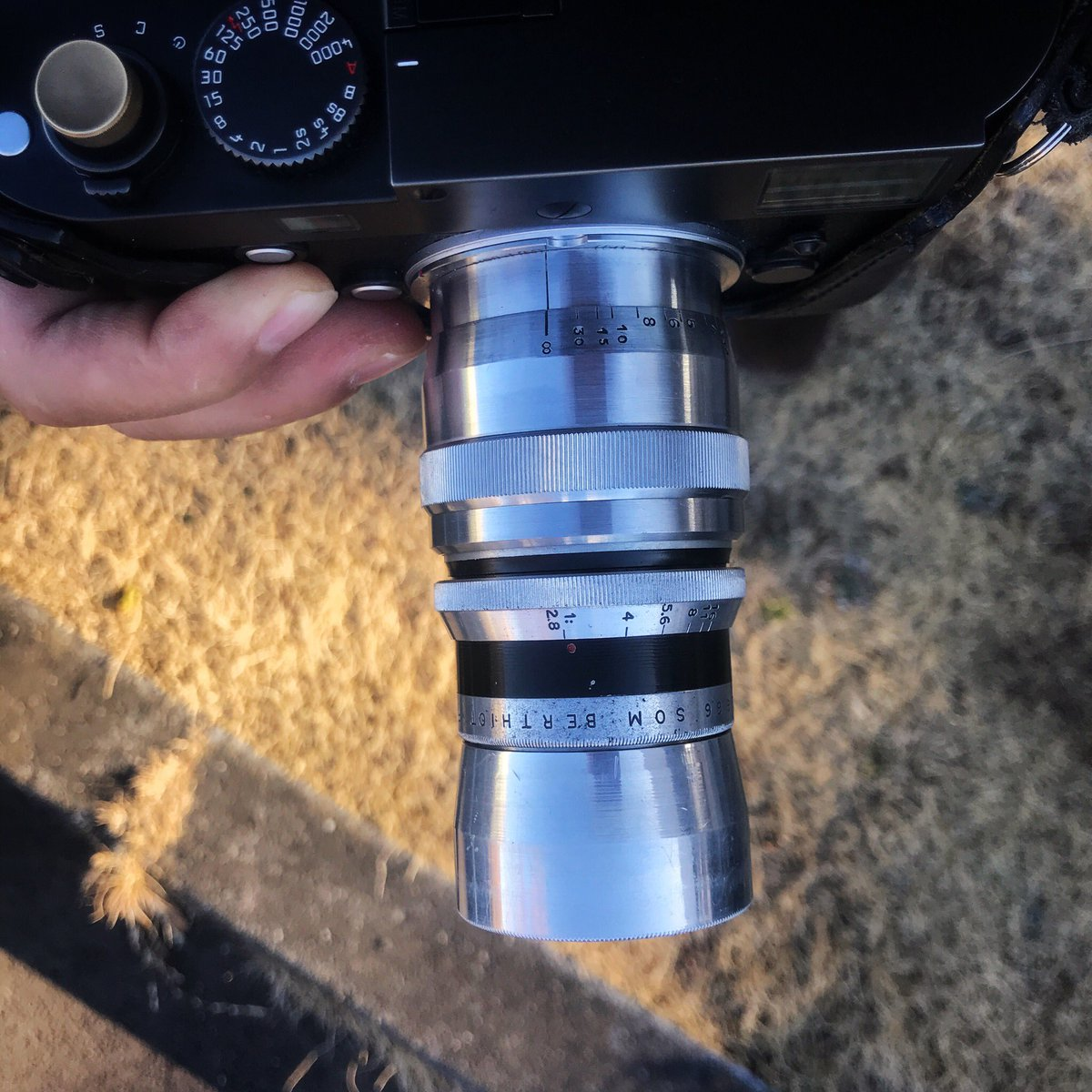 今日もライカMM(Typ246)にベルチオ  フロール75/2.8。 金属カメラが冷たすぎる朝。 滑らない手袋が欲しいw