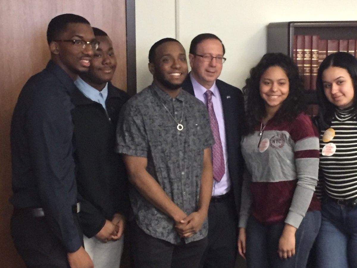 UC representatives were excited to meet with @SenGriffo to discuss the importance of #financialaid programs like #BundyAid and #HEOP. #StandUp4StudentAid <br>http://pic.twitter.com/tEK9JKvSPj