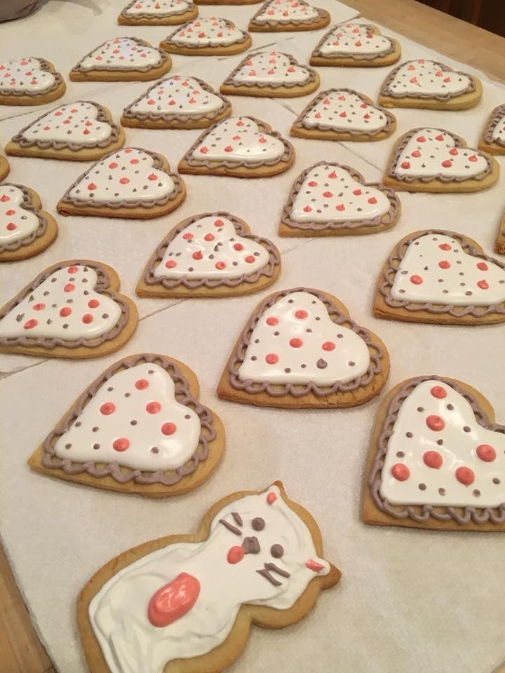 5th graders are going to love Ms. Sydney's beautiful handmade cookies! <a target='_blank' href='http://twitter.com/APSVirginia'>@APSVirginia</a> <a target='_blank' href='http://twitter.com/Glebe5thgraders'>@Glebe5thgraders</a> <a target='_blank' href='http://twitter.com/glebepta'>@glebepta</a> <a target='_blank' href='https://t.co/rWZcHWDYNh'>https://t.co/rWZcHWDYNh</a>