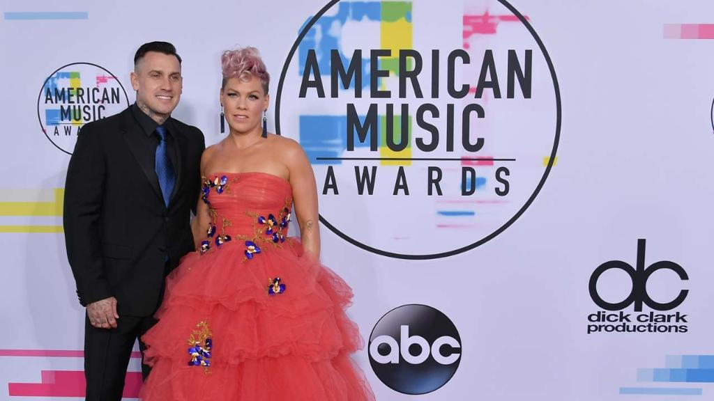 The 2018 #AMAs move to a new night. https://t.co/XeOa45m416