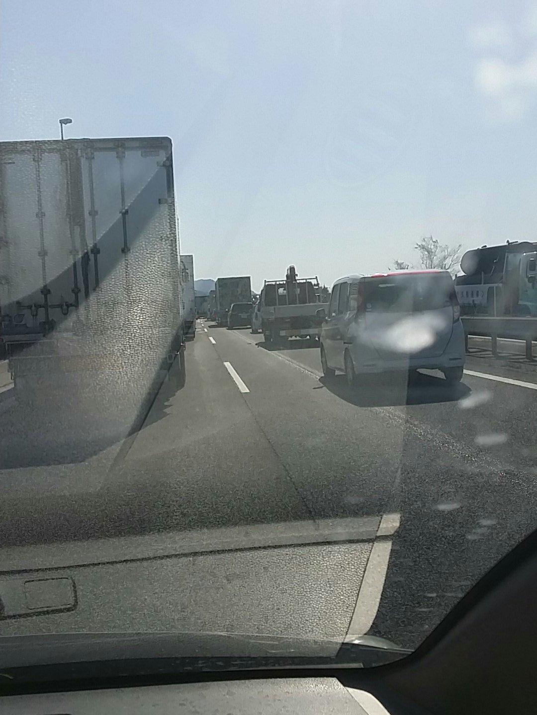 画像,名神高速、彦根付近で事故渋滞中です。大阪方面ノロノロ運転です。 https://t.co/fJ95OzpRdt。