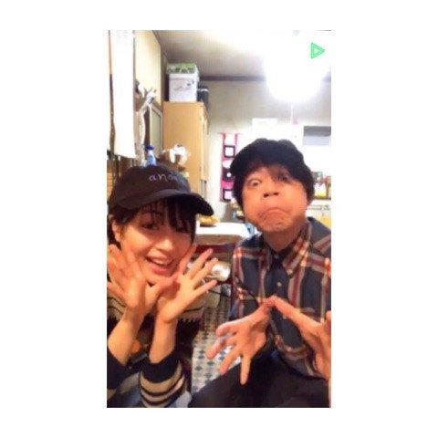 #広瀬すず さんがドラマ『#anone』で共演中の #阿部サダヲ さんとの2ショットを公開😜 今夜放送の第6話への思いもつづっています🎈 「#瑛太 さん演じる中世古理市さんがついに動き始めております」  @Suzu_Mg @anone_ntv #あのね  ブログはこちら⬇️ ameblo.jp/suzu-hirose/en…