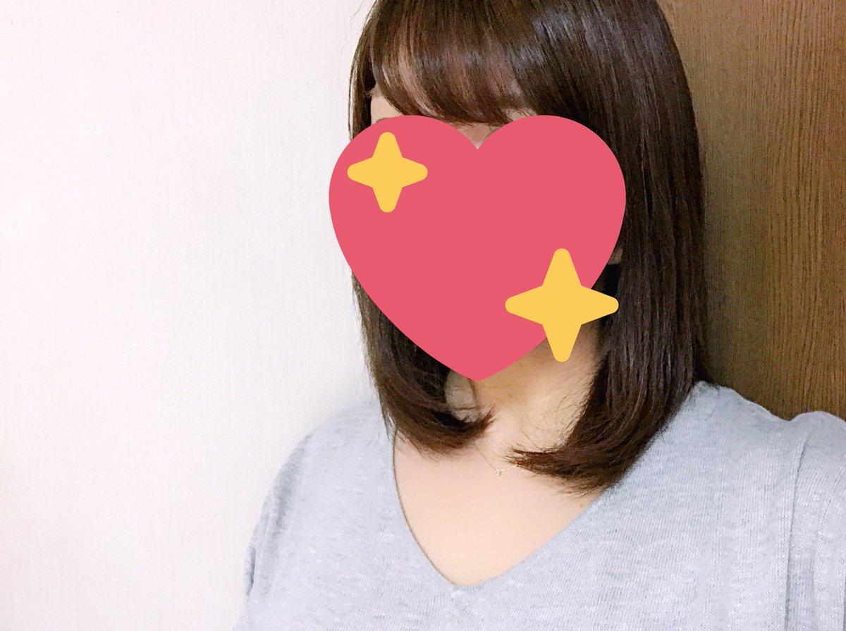 ここしばらく外ハネにすることが多かったのですが、少し髪も伸びてきて最近は内巻きストレートにしてます。  前髪は相変わらずこのカーラーを使ってますが本当に優秀!コテだと強くなりがちですが、これだと自然にくるんと✨