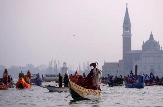 Venice's Carnival via @TheLocalItaly #travel #Italy #Venice #VeniceCarnival #beautyfromitaly https://t.co/7dzRuAkgVp