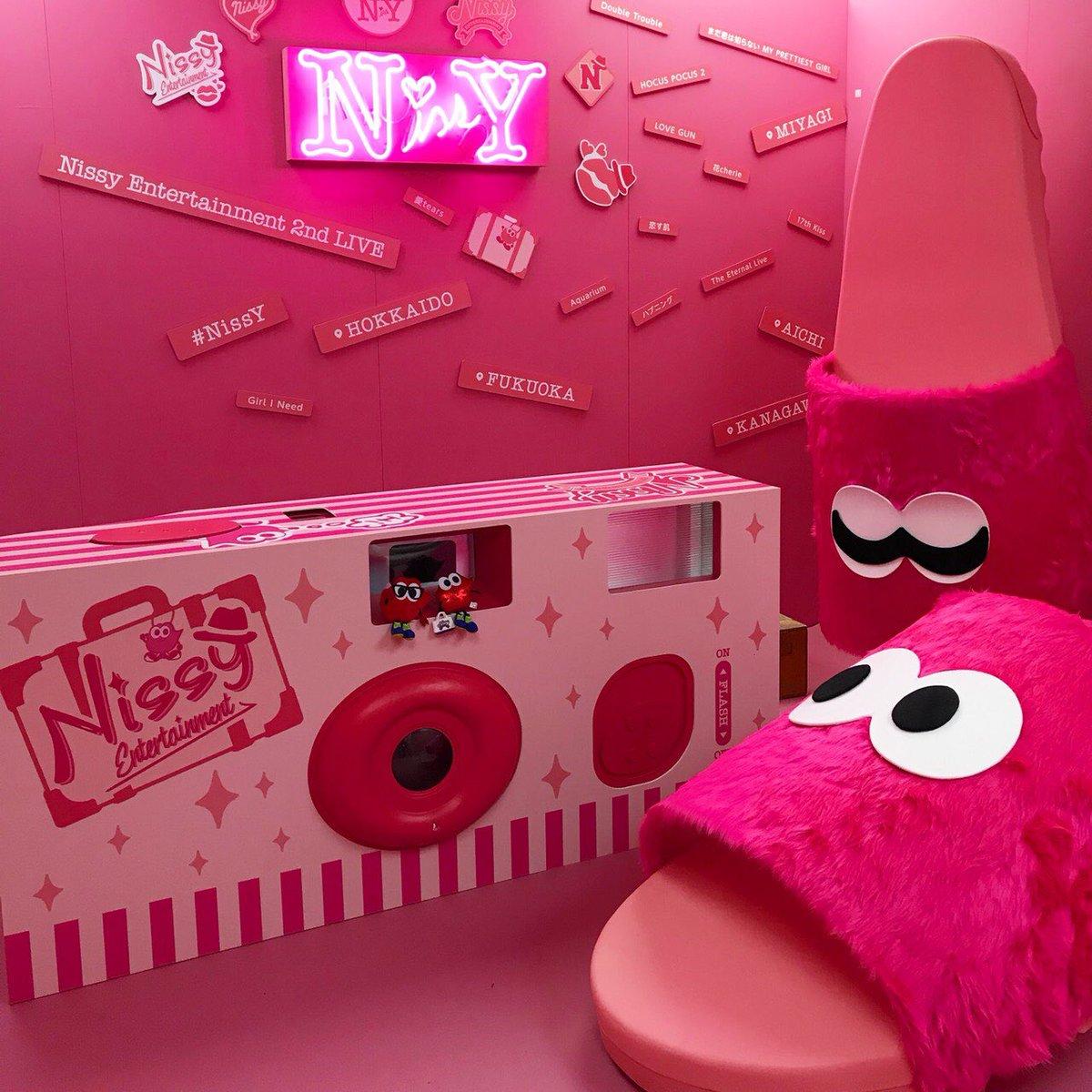【#NissyEntertainment2ndLive】 #NissY #西島隆弘 #いよいよ明日♪ #色々準備しています #Lippyはウキウキで写真撮影 #パンフレットとフレグランスタグとタトゥーシールのEC販売もスタートだよ♪