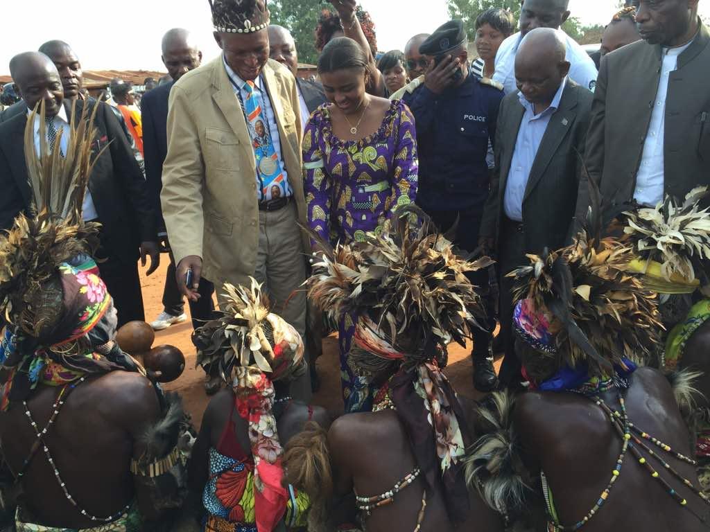 Elle est bien Congolaise, et porteuse d'un sang noble!  @ML_le_sage, à beau mentir, il en restera toujours quelque chose. ci-joint, vidéo intronisation de @Muyumba a kongolo son territoire d'origine. https://youtu.be/3rJvYgfe3eM @PauletteKimpio1 @TSHIKAPA01