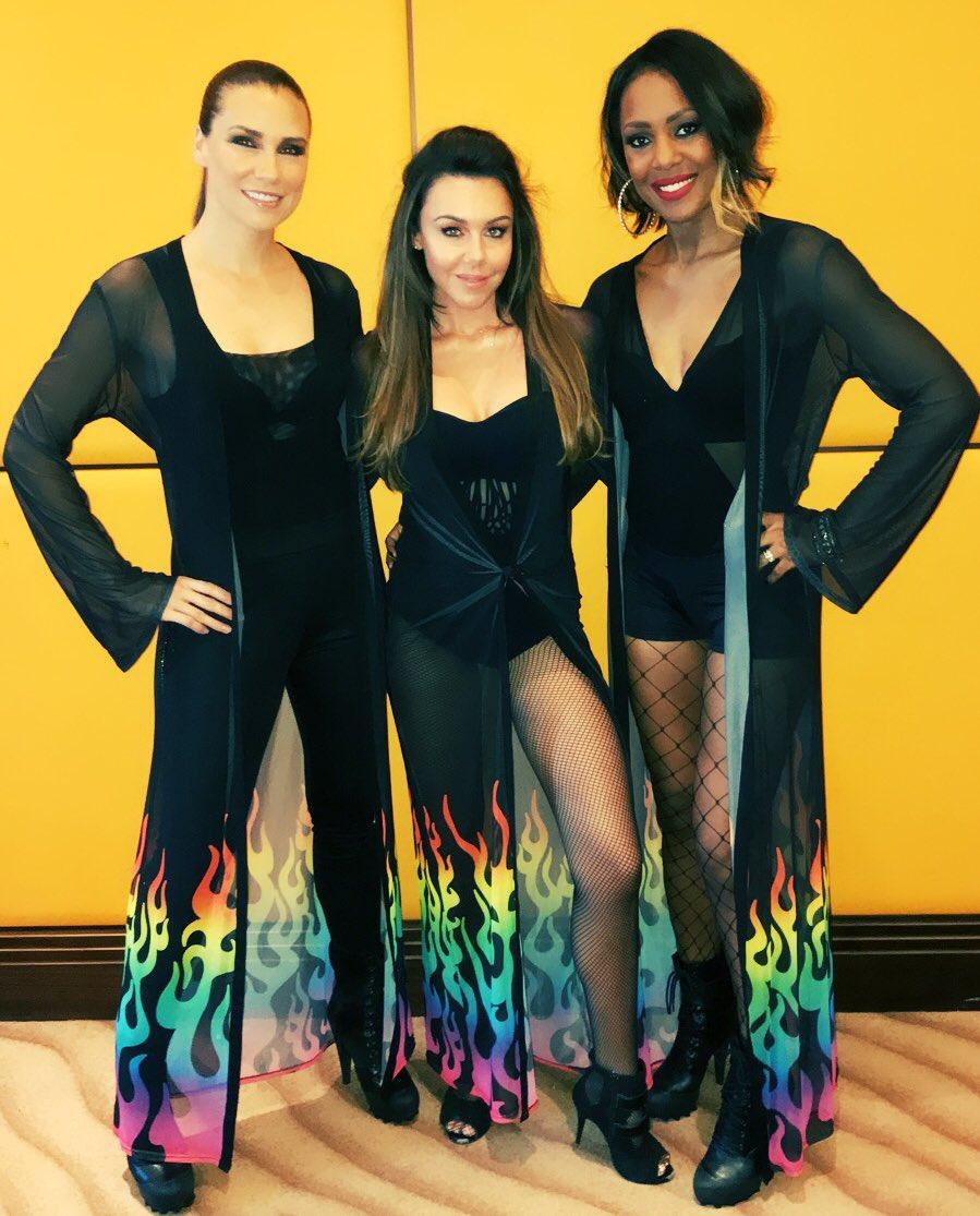 Me and my girlies @KelliYoungX @JessicaLibertyX #dubai https://t.co/oSSbi171wp