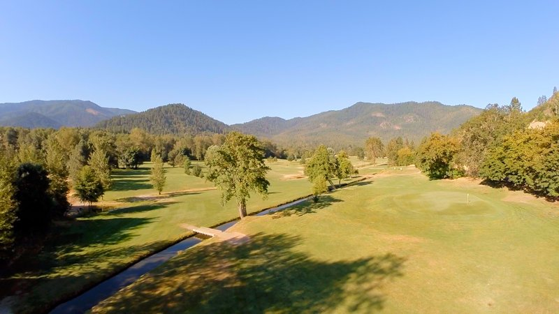 Looking for a great #investment opportunity? Check this profitable 9 hole #golf course in South Oregon. Video:  https://t.co/kEBAb3h4fw