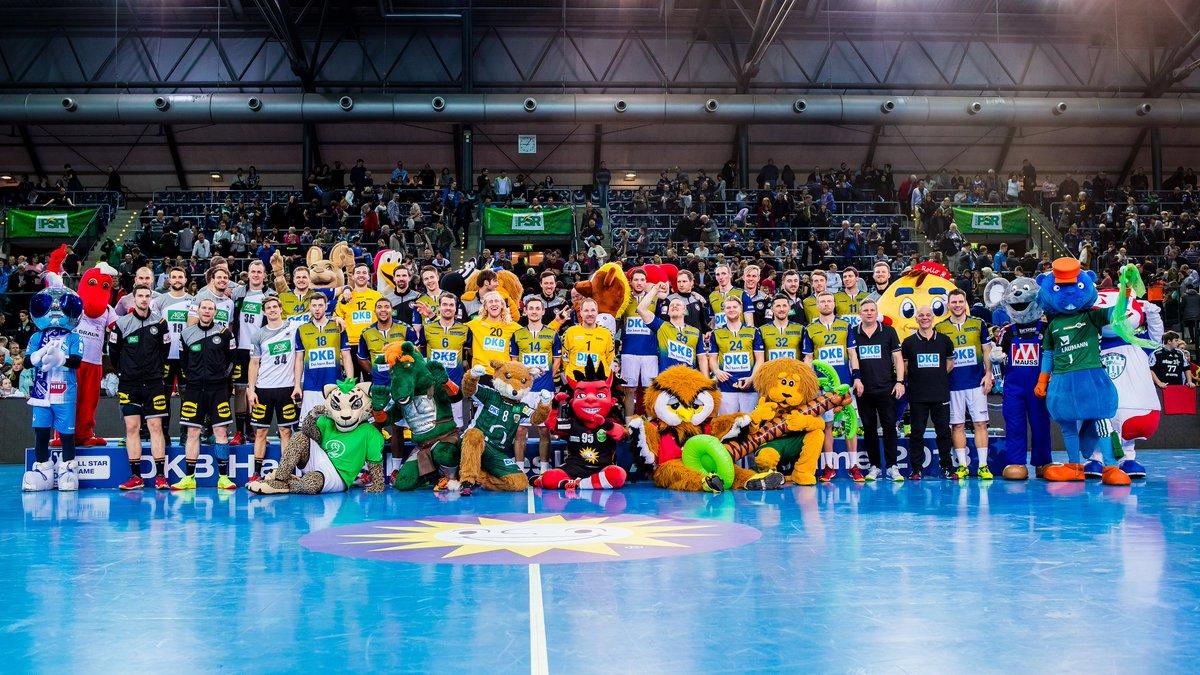 RT @DKBHBL: Wir Handballer - eine große Familie! Unser Bild des Tages! #EslebederSport #ASG18 @DHB_Teams https://t.co/ycNbCJkGOK