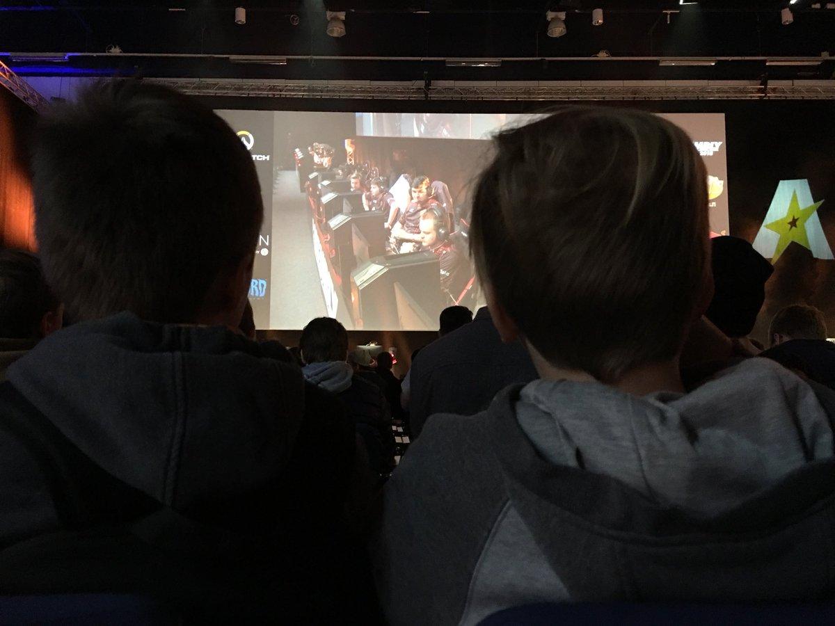Elekroninen urheilu kerää yleisönsä.