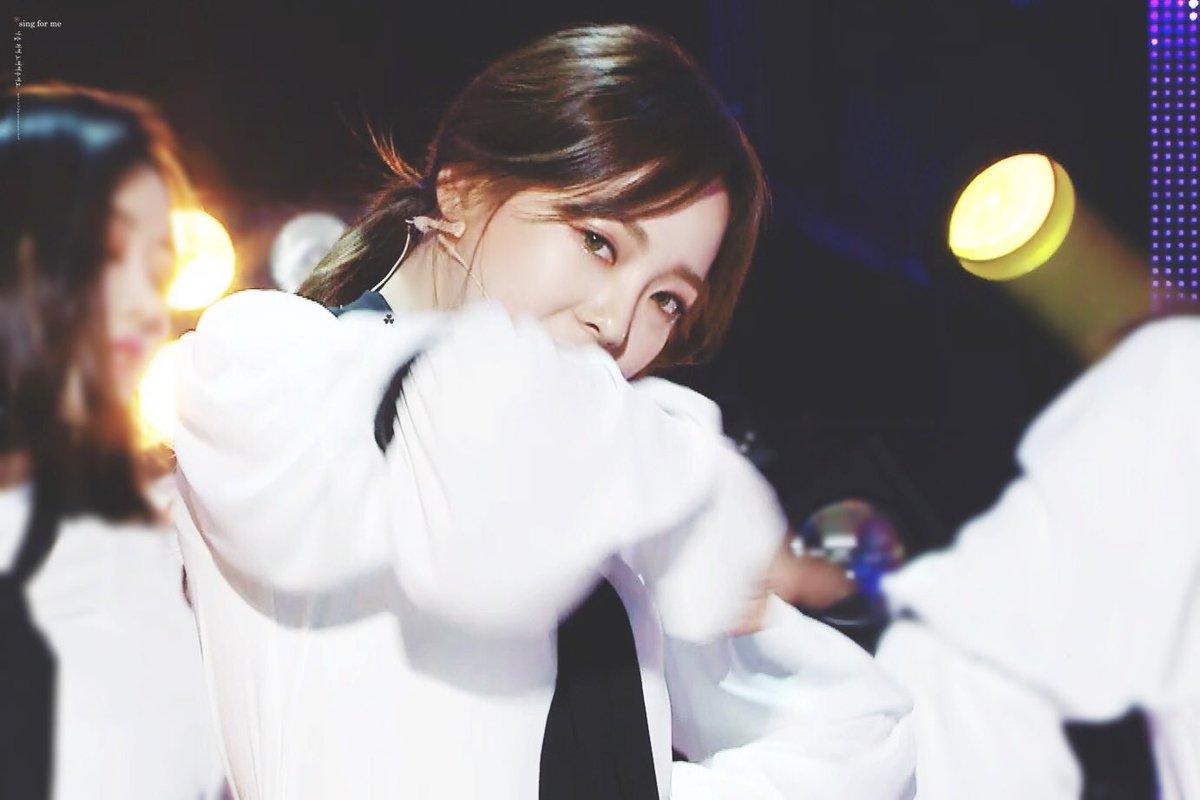 RT @sthnew21: 180203 쇼음악중심 (2) #kimsejeong #sejeong #TheBoots #김세정 #세정 #구구단 https://t.co/xvOkWoJrfS
