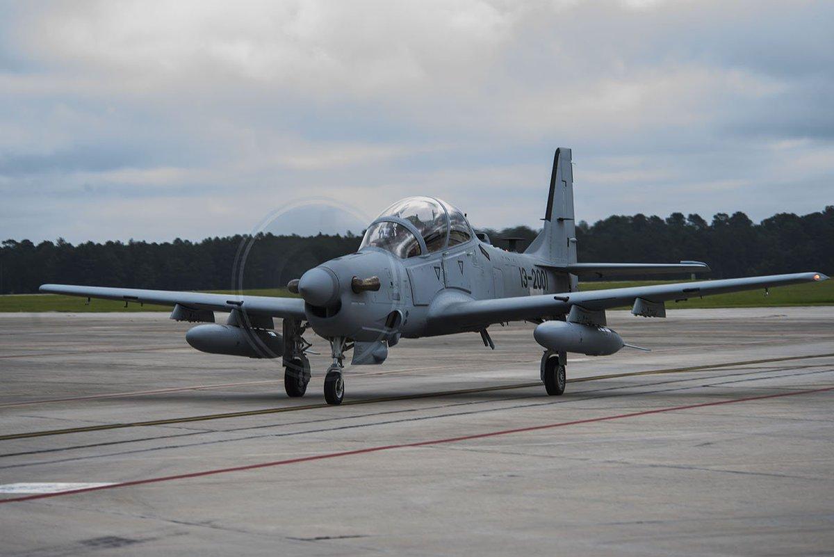 embraer - [Brasil] Avião da Embraer é finalista em concurso da Força Aérea Americana DVHa23BVwAULrls